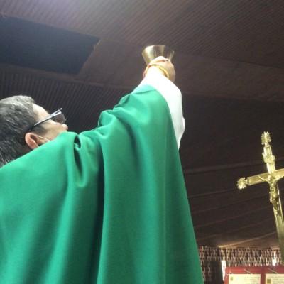 Padre Pivel celebrand misa gregoriana3