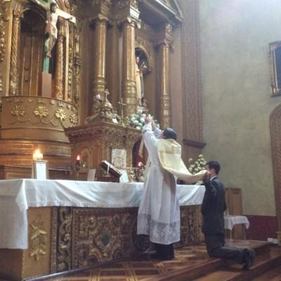 Pivel celebrando misa en el santuario virgen del buen suceso Quito Ecuador. Junio 2016