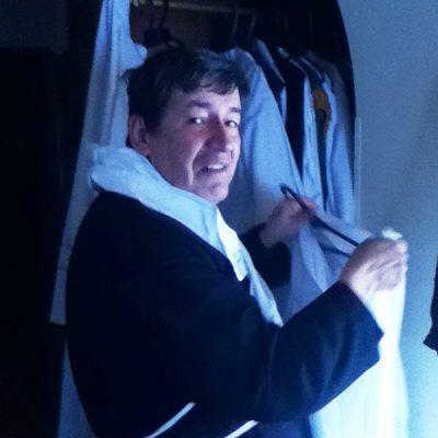 Buscando ornamento para celebrar misa - Bogotá Colombia