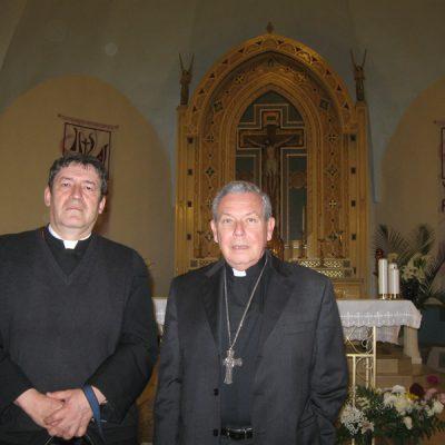Con Monseñor Jose Octavio Ruiz Arenas- Desmonie Iowa EEUU