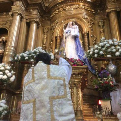 Elevando la Sandre de Cristo, Buen Suceso - Quito Ecuador