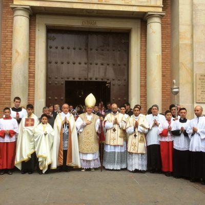 Iglesia San Alfonso Ligorio con Monseñor Schneider - Bogotá Colombia