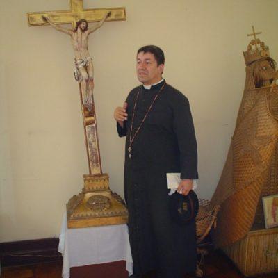 Junto a la Cruz de Jesús en Santago de Chile