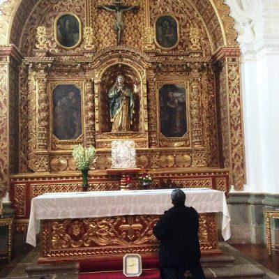Orando en la Ciudad Antigua - Guatemala
