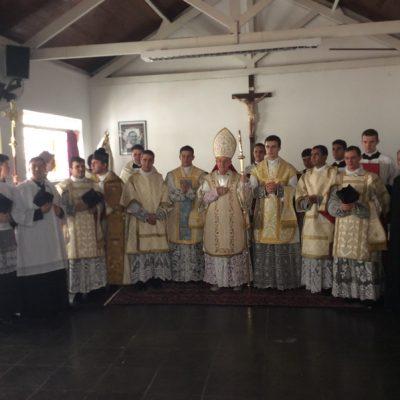 Ordenación sacerdotal Monseñor Schneider -Sao Pablo Brasil
