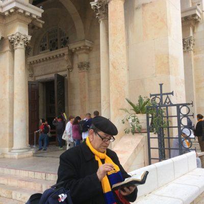 Rezando el Breviario Romano en Jerusalén