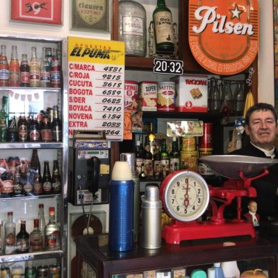Col_Bucaramanga_Asi_eran_las_tiendas_de_barrio-Registradora_Manual